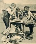 foto antica di napoli, mangia maccheroni