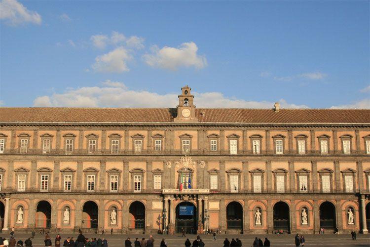 naples facade palais royal