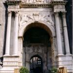 Castel Nuovo di Napoli, porta