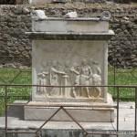 Temple de Vespasien à Pompéi, autel